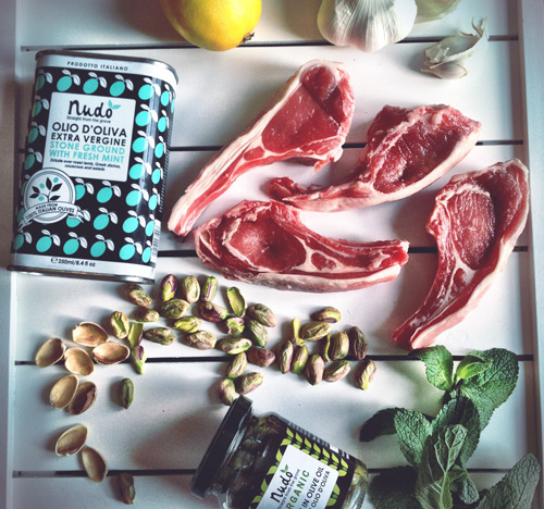 All the ingredients you need to make these delicious lamb chops with pistachio and mint olive oil.